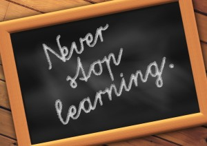 "Tafel mit dem Spruch ""Never stop learning"""